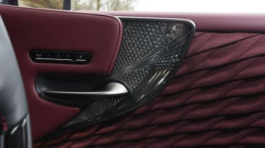 Lexus LS - handle