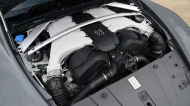 Aston Martin V12 Vantage S - engine