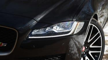 Jaguar XF Sportbrake 3.0 diesel S - front light