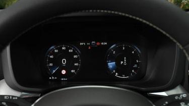 Volvo XC60 - dials