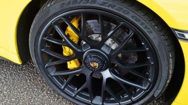 Porsche 911 Carrera 4 GTS - wheel