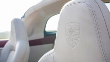 Porsche 911 Targa 4S Heritage Design Edition - seats
