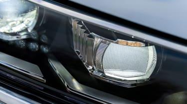 Volkswagen T-Roc - front light