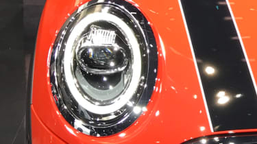 MINI hatch facelifted - show headlight