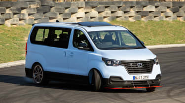 Hyundai i800 N Drift Bus - front action