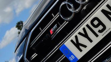Audi S6 Avant - grille