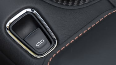 Aston Martin DBS Superleggera Volante - roof button