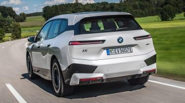 BMW iX - rear tracking