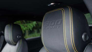 Jaguar XE 300 Sport - seat detail