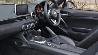 Abarth 124 Spider - dash