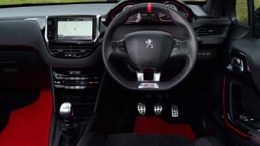 Peugeot 208 GTi - dash