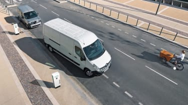 Renault Master Z.E - tracking above