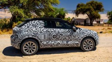 Volkswagen T-Roc prototype - side action