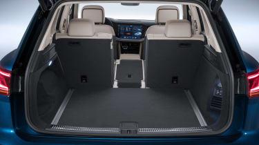 Volkswagen Touareg - boot seat down