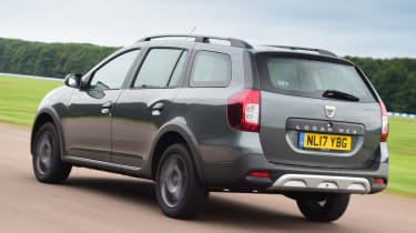 Triple test - Logan MCV Stepway - rear
