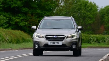 Subaru Outback - front action