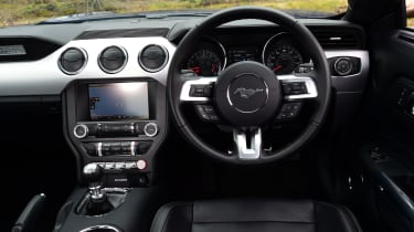 Ford Mustang 2.3 EcoBoost 2016 - interior