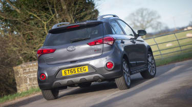 Hyundai i20 Active 2016 - rear quarter