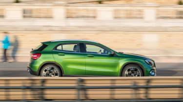 Mercedes GLA 2017 facelift panning