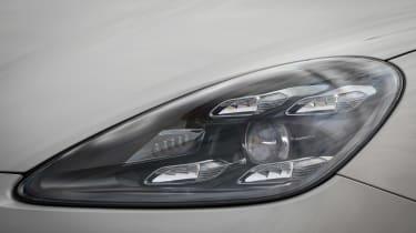 Porsche Cayenne Turbo S E-Hybrid - front light