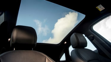 Jaguar E-Pace D150 - panoramic roof