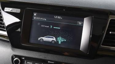 Kia Niro vs Toyota Prius - Kia Niro infotainment