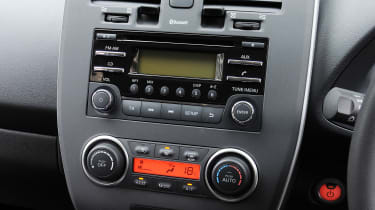Used Nissan Leaf Mk1 - centre console