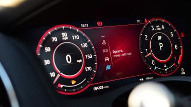 Jaguar XE P300 Long termer - dials