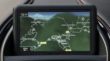 Aston Martin DB11 Volante - infotainment