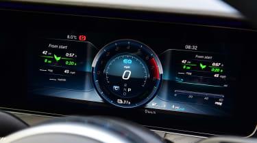 Mercedes E 300 e - dials