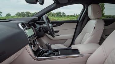 Jaguar XE P250 - front seats