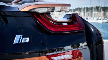 BMW i8 Roadster - tail light