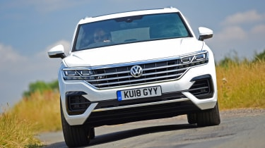 Volkswagen Touareg - front cornering