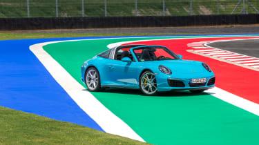 Porsche 911 Targa 4S 2016 - front quarter 2