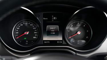 Mercedes V-Class - dials
