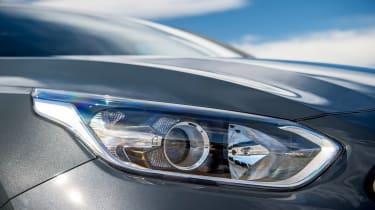 Kia Proceed - front lights