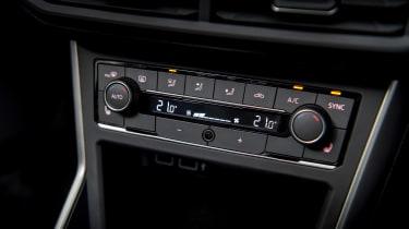 Volkswagen Polo 1.0 MPI - centre console