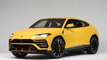Lamborghini Urus - studio front