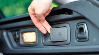 Peugeot 508 SW seat fold lever