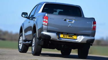 Mitsubishi L200 - rear cornering