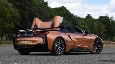 BMW i8 Roadster - rear static roof closing