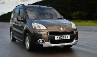 Peugeot Partner Tepee front tracking