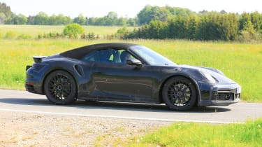 New Porsche 911 Cabriolet - profile