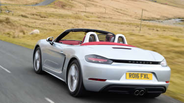 New Porsche 718 Boxster 2016 - rear tracking