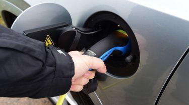 Volvo XC90 T8 - charging