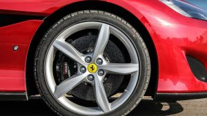 Low profile tyre and wheel - Ferrari