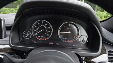 Used BMW X6 - dials