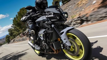 Yamaha MT-10 review - road tracking