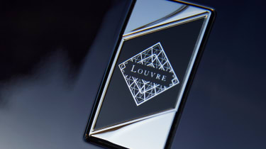 DS 7 Louvre - badge