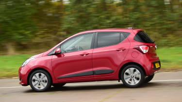 Hyundai i10 facelift 2017 - side tracking